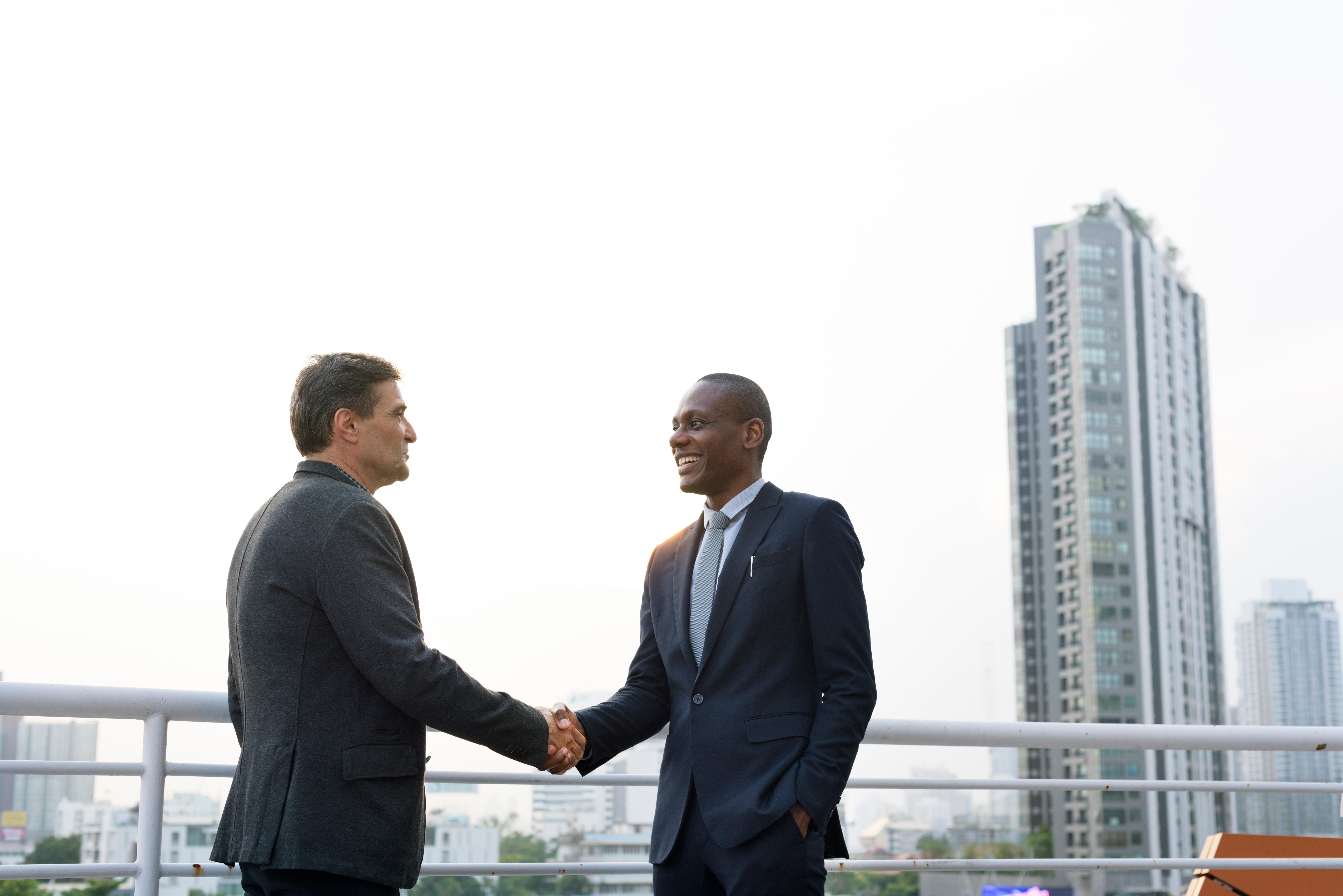business-discussion-talking-deal-concept-P68PUGJ